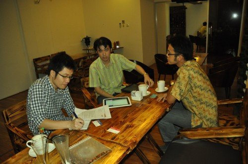 Ryan with Ronald & Raymond – Raja Elektronik