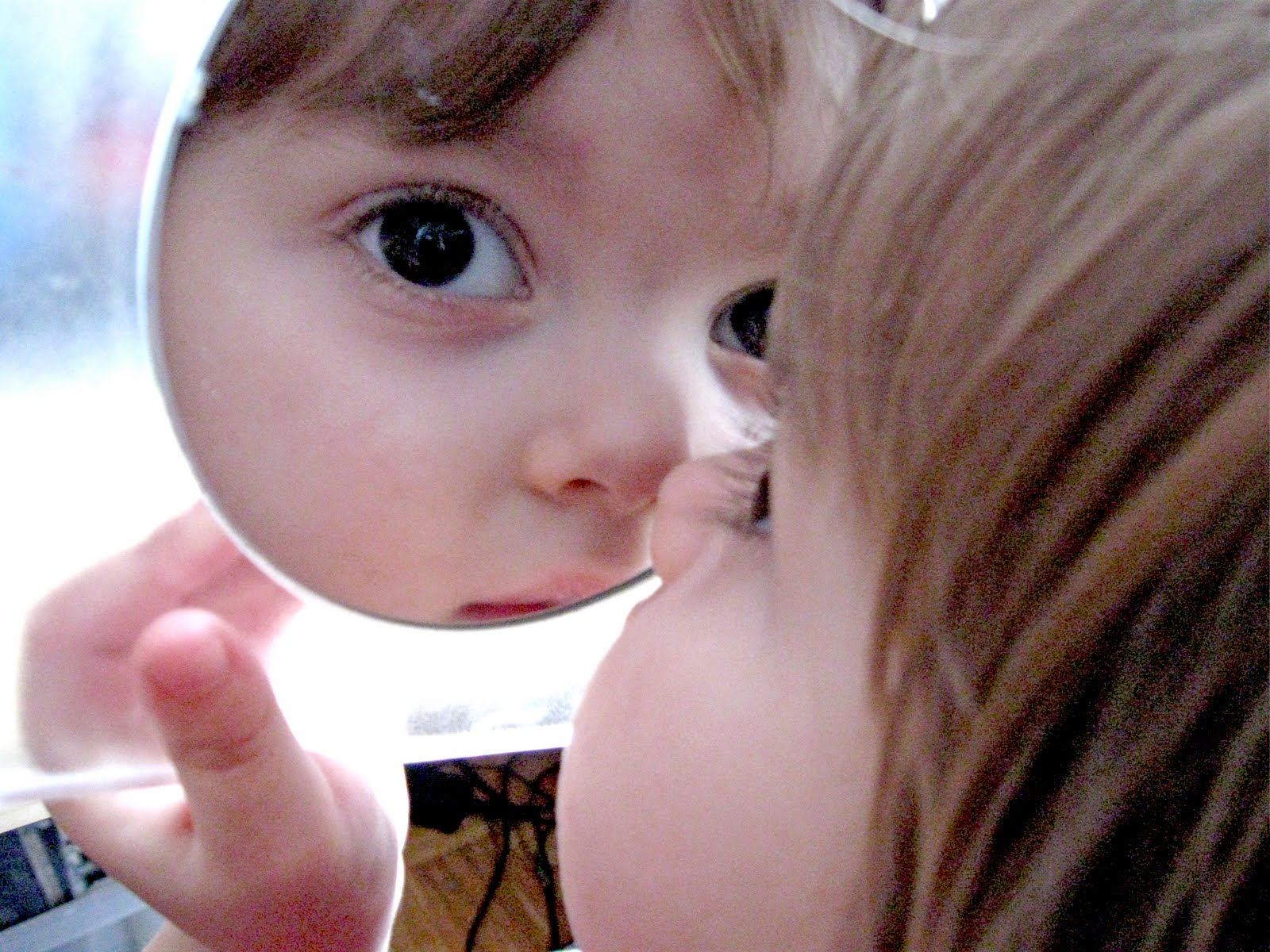 baby_looking_in_a_mirror_by_kleinerschnuff
