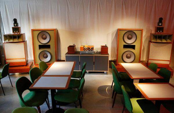 Musik sebagai stimuli audio dalam cafe