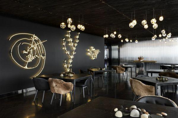 Sistem pencahayaan dekoratif dalam sebuah cafe